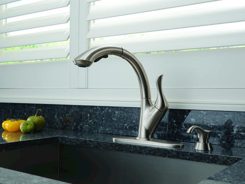 Delta 174 Linden 1 Handle Pull Out Sprayer Kitchen Faucet