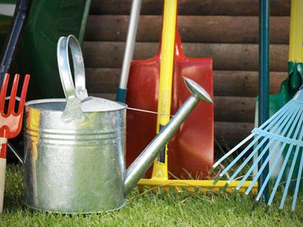 Seven must have tools at menards for Gardening tools menards